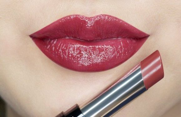 Wine-Stained Lips are our Most Favorite Makeup Trends
